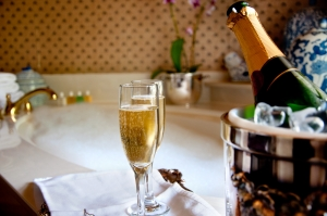 szampan w hostelu